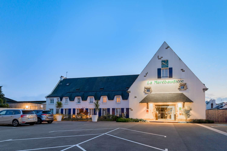 grand parking gratuit  hôtel la Marébaudière vannes centre ©