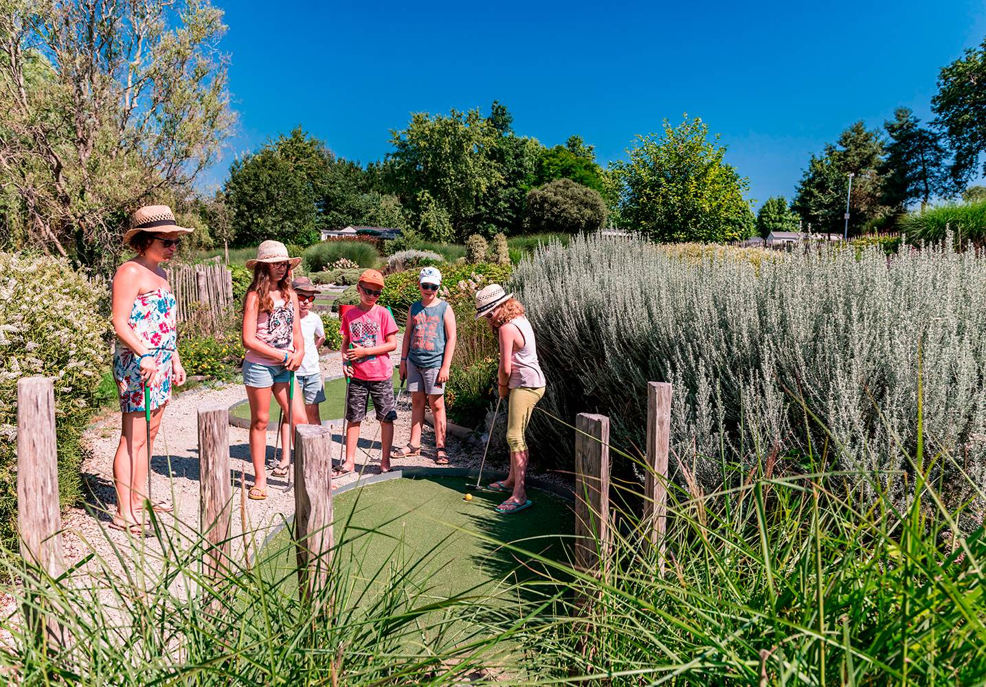 Le mini-golf , une activité pour toute la famille ©