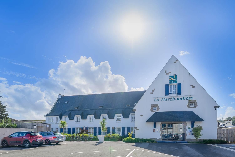 entrée et parking hôtel la Marébaudière vannes centre ©