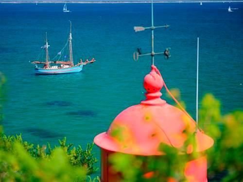 Cap sur l'île de Groix ! hébergement en hôtel 2* ou insolite dans les arbres