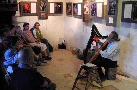 Concert du Solstice harpe celtique Myrdhin et Elisa Nicotra à Tréhorenteuc