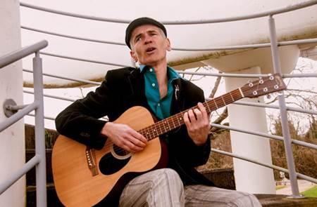 Concert Ronan Gourlaouen au Petit Café dans la Prairie